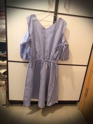 全新V領露肩連身裙