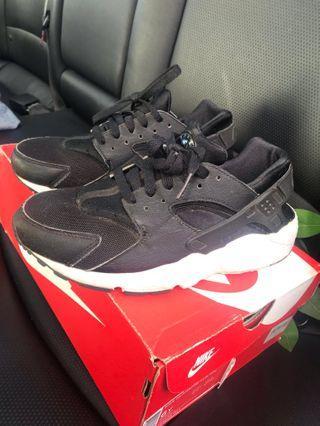 Tag ** Nike Huaraches