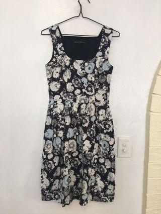Cue blue flowery dress size 6