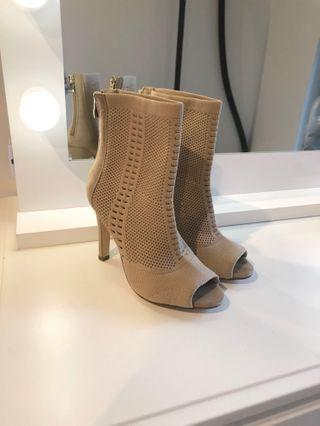 Mesh boots