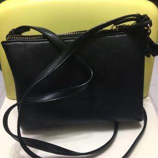黑色兩層斜背袋 black bag