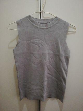 全新針織背心,灰, 寶藍色各一件 $40兩件
