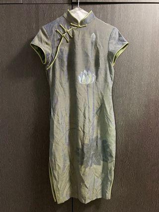 旗袍 (肩15寸/胸34寸/腰28寸/坐圍40寸)