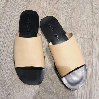 Sandal staccato
