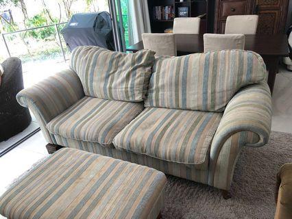 🚚 Sofa and matching ottoman
