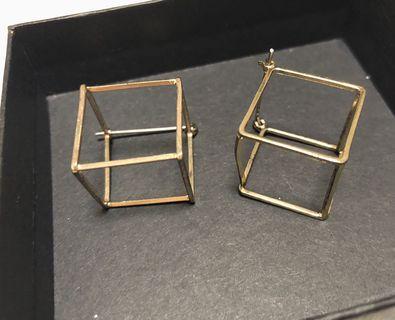 🚚 幾何鏤空方框金色耳針耳環