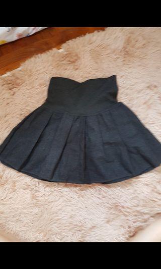 深灰色百褶裙