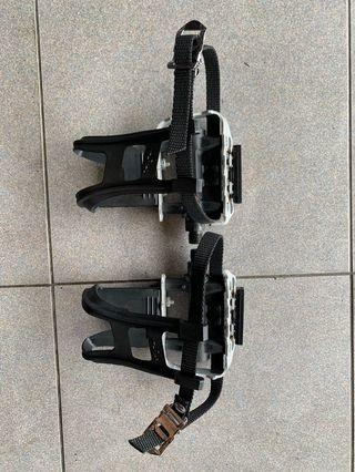 *CLEARENCE* Wellgo aluminium pedals with toe straps