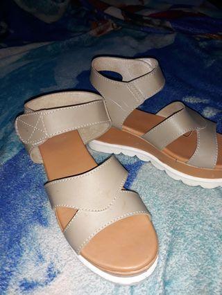 sepatu wedges (preloved(