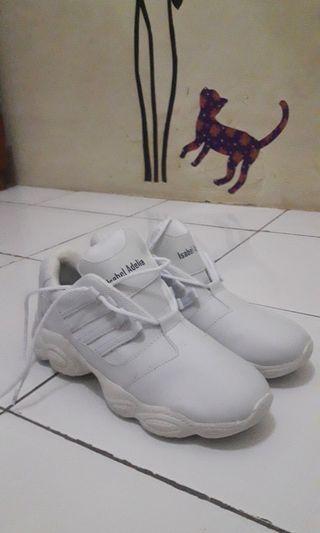 White Sneakers // Sepatu putih