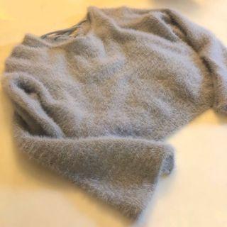(顏色接近圖一) 溫柔迷霧淺藍柔軟舒適馬海毛面料微喇叭袖上衣💭 (穿過一次)