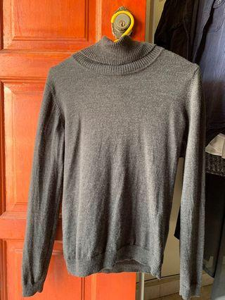 Grey knitwear turtleneck