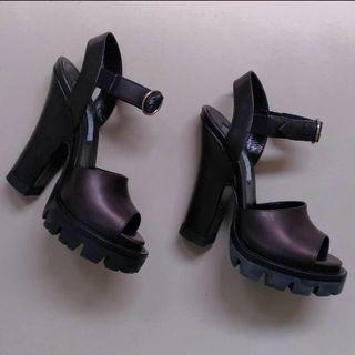 🚚 Prada shoes