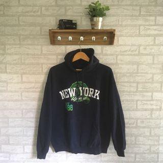Hoodie/sweater new york by gildan not uniqlo pull bear