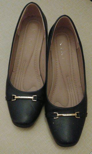 Black formal court shoes low heels