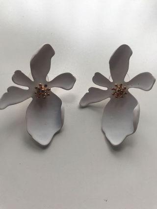 Anting Bunga - ceramic white petals