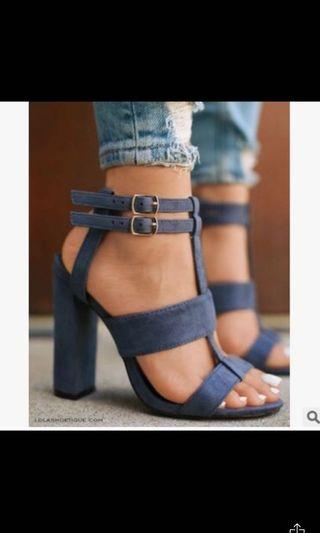 🚚 Blue heels