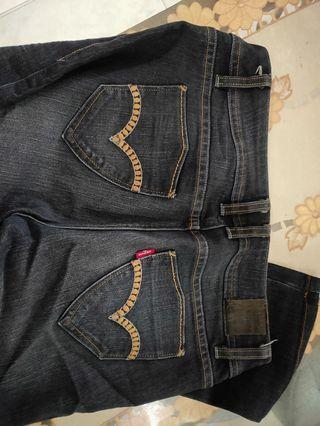 Levi's women jeans original.