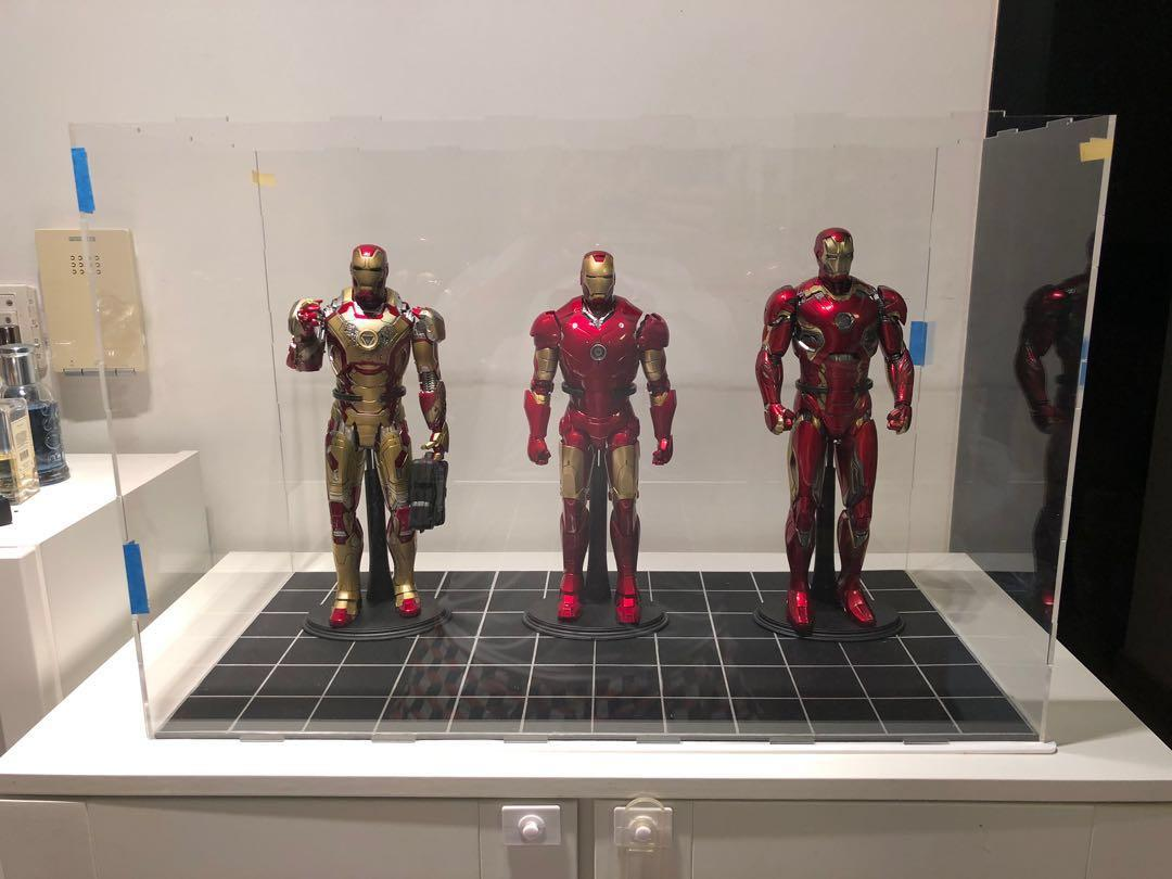 1/6 scale figures display case, can place up to 4 Hot Toys iron man , Selling Display Case Only!!! Last 3 sets BUY 2 GET 1 FREE!!!!!! Must buy!!!