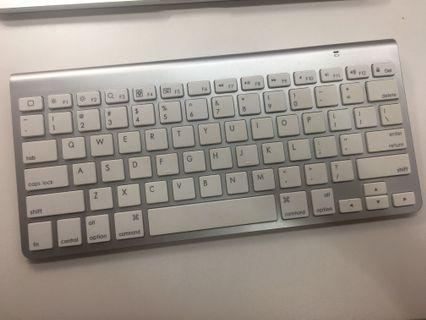 Bluetooth keyboard for MacBook/iPad/iphone