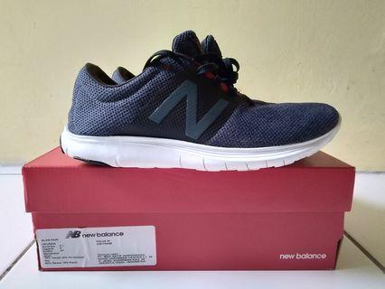 Sepatu running new balance koze ori 42