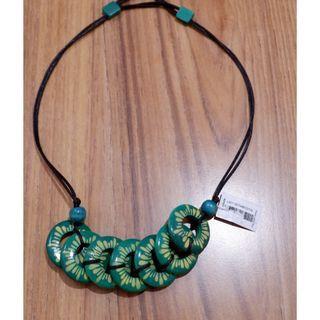 Kalung motif batik
