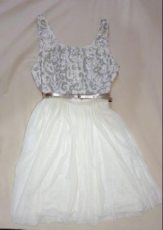LOVE BONITO White flowy dress with belt