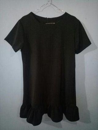Midress in black