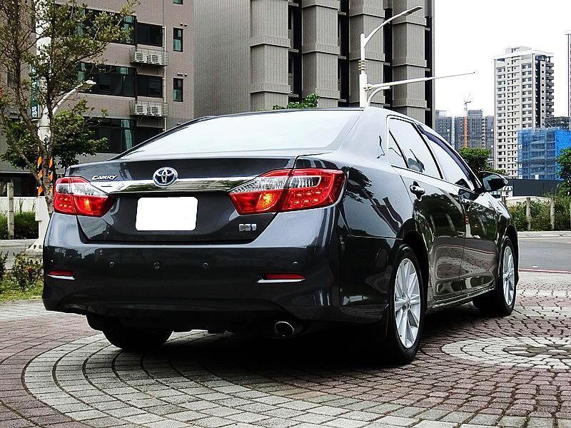 2012年 Toyota Camry Hybrid 2.5 經濟又實惠,舒適佳,內裝綿綿又挺,低里程油電車 加500元的汽油可以高雄來回 是不是很讚!! 實車實價
