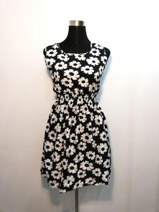 Floral black and white dress with gutter waist