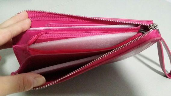 BNIB Trendy Wristlet selling only sgd 10!