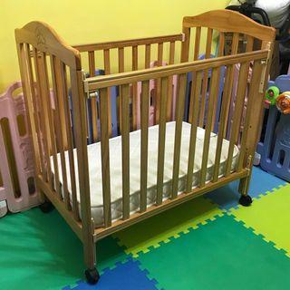 LA Baby高級嬰兒床 連 California Bear床褥 (不議價)