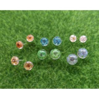 Handmade resin earrings with dried flowers