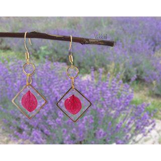 Handmade dangly resin earring with dried leaves