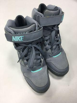 Nike 增高球鞋