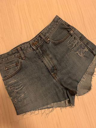 🚚 Vintage denim shorts size 26