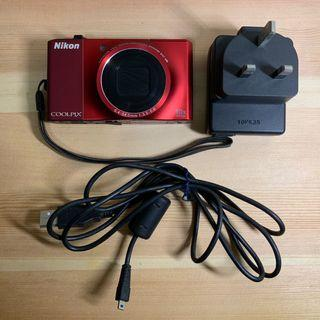 Nikon COOLPIX S8000 / Cable / Charger