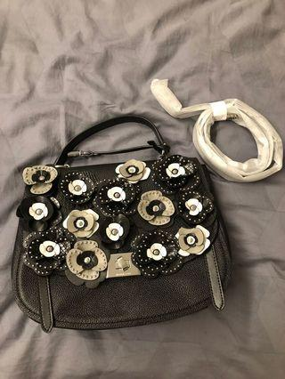 🚚 Michael Kors crossbody bag