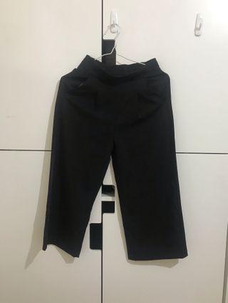 Black culottes with elasticized waistband