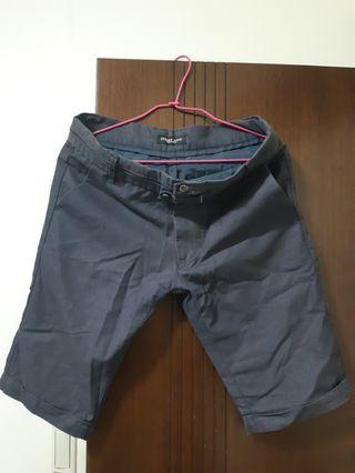 灰色休閒褲