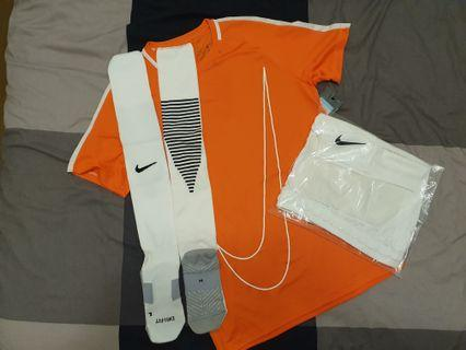Retail >$130 Brand new 100% Authentic Nike Kit