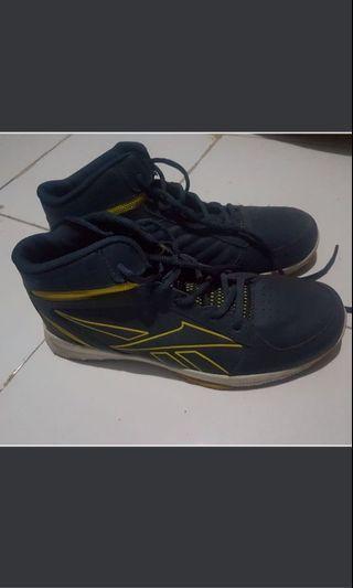 Sepatu Basket Rebook