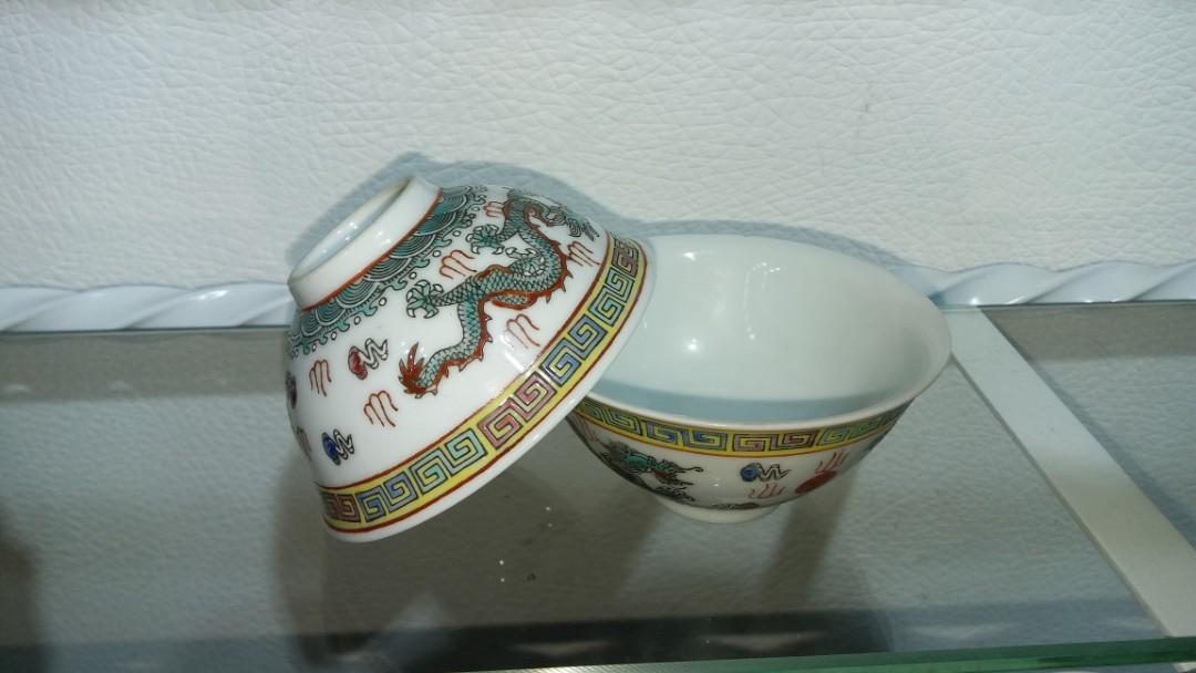 80年代景德鎮粉彩手繪二龍爭珠龍紋碗一對$300