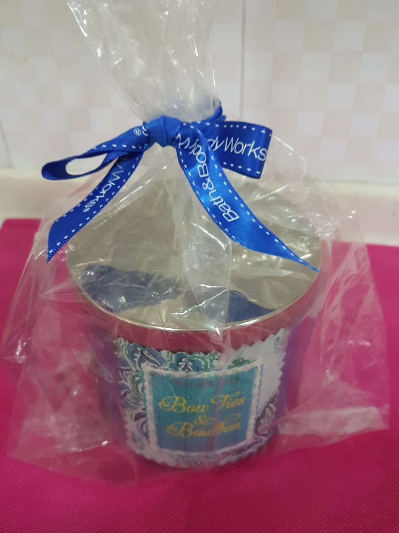 Bath And Body Works Scented Candle (Bow Ties & Bourbon)