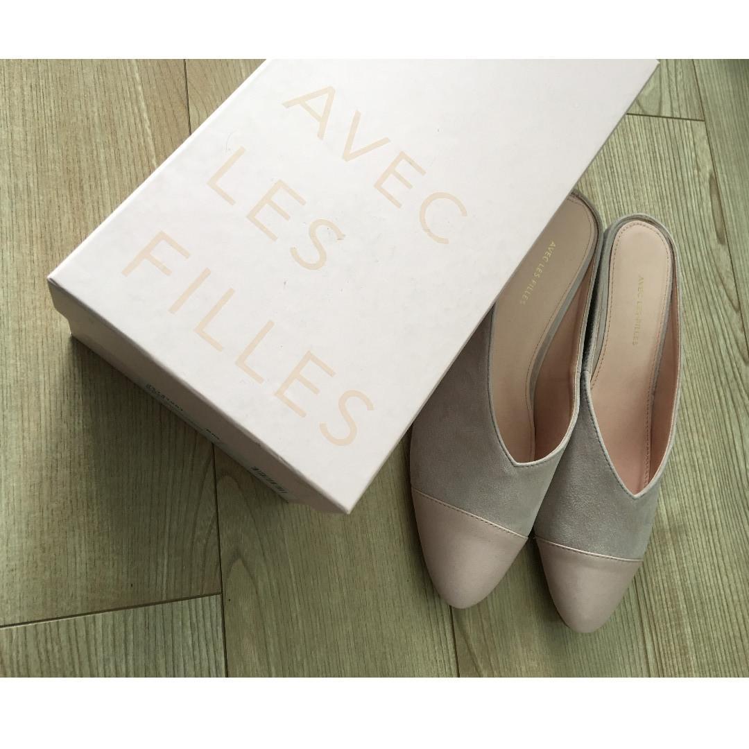 Brand new Joyce Azria Avec Les Filles Nude Pink Cap Toe Leather Hidden Wedge Mules Shoes, size 8.5