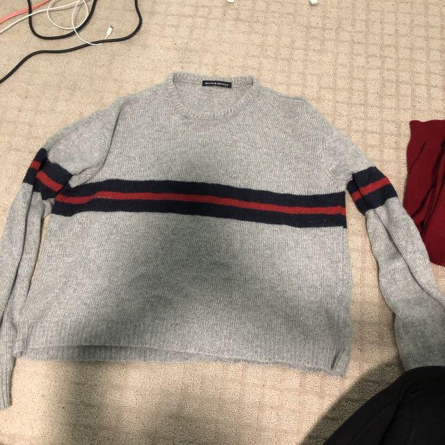 BRANDY MELVILLE grey crewneck sweatshirt with red and blue stripe