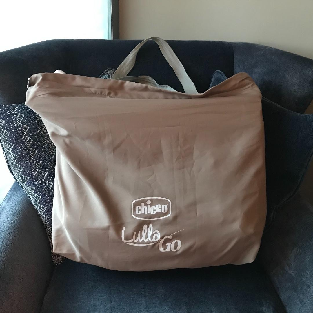 Super clean Chicco Lullago foldable travel bassinet: great for storing even in smaller in closets
