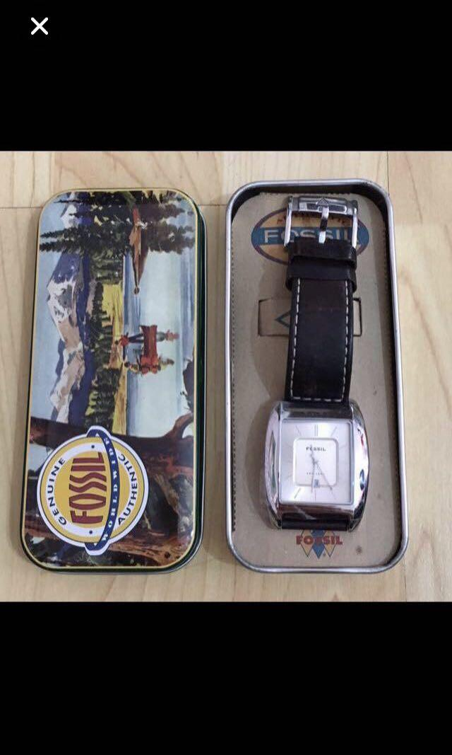 CLEARANCE SALES {Collectibles Item - Vintage Watch} BN Vintage FOSSIL Brand Unisex Classic Dress Watch (Quartz) Come With Box