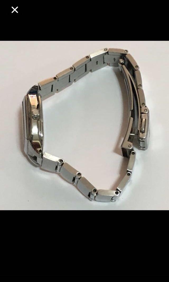 CLEARANCE SALES {Collectibles Items - Vantage Watches} Vintage CASIO Brand Model 1330 LTP-2046 Lady Classic Quartz Dress Watch
