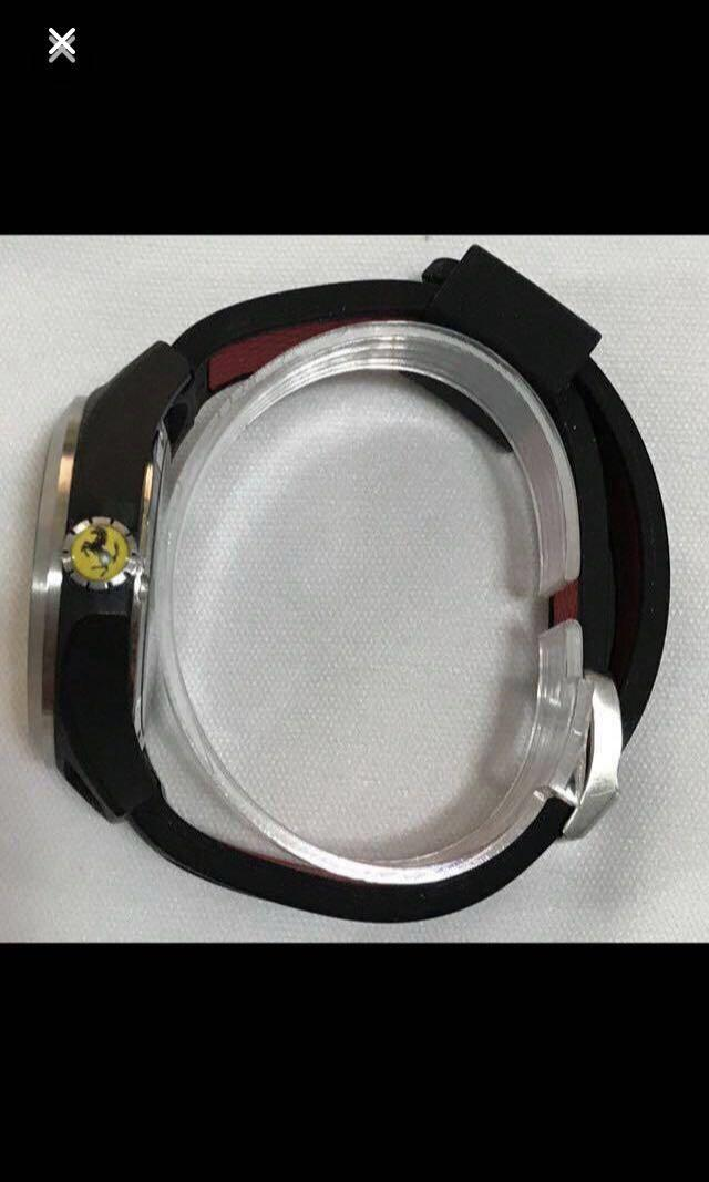 CLEARANCE SALES {Sports Gear - Sports Watches} Authentic Pre-loved Ferrari Brand Stainless Steel Case Unisex Sporty Quartz Watch Come With Original Classic Logo Ferrari Strap